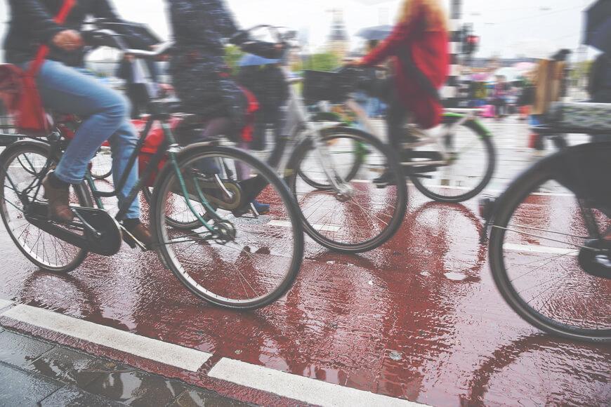 un carril de bicicletas lleno