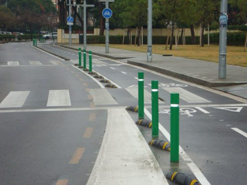 Green R-8302 flexible fixed bollards demarcating bike lane