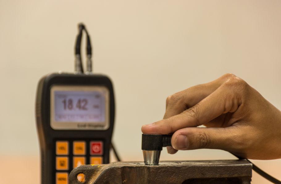 Ultrasonic internal testing method being performed