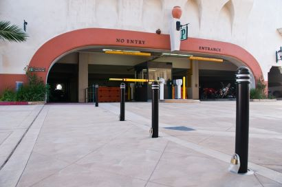Several bollards with annular rings help temporarily close a parking garage