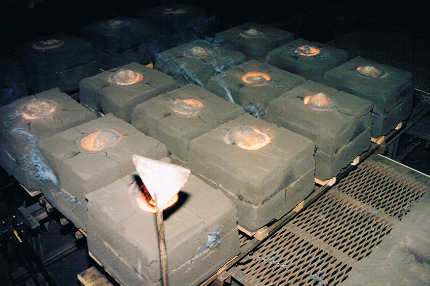green sand cast wheel molds are filled with molten steel