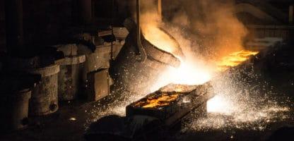 metal casting pour